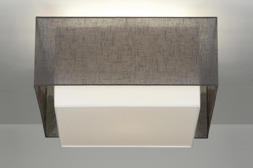 badezimmer deckenleuchte eckig raum und m beldesign inspiration. Black Bedroom Furniture Sets. Home Design Ideas