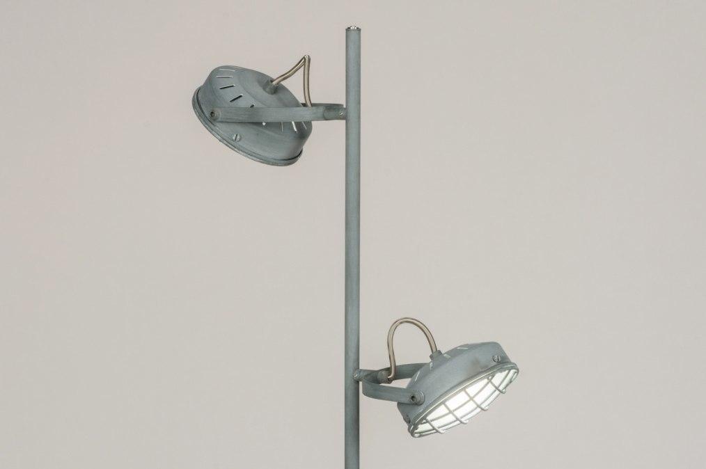 Fabriekslamp zwart staand stoer factory lamp black standing
