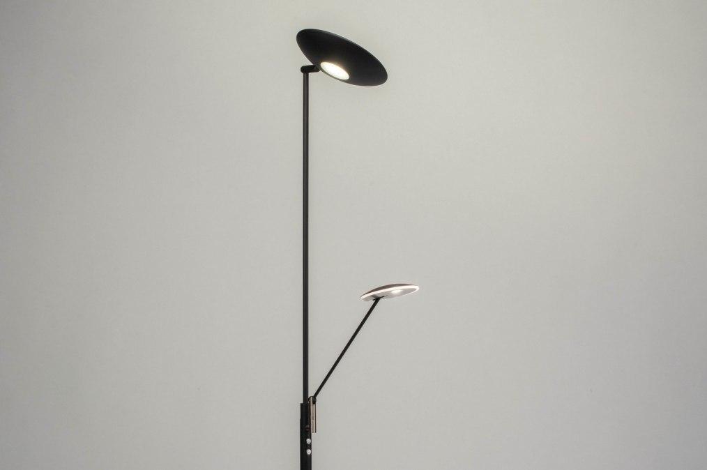 Staande lamp modern zwart mat metaal
