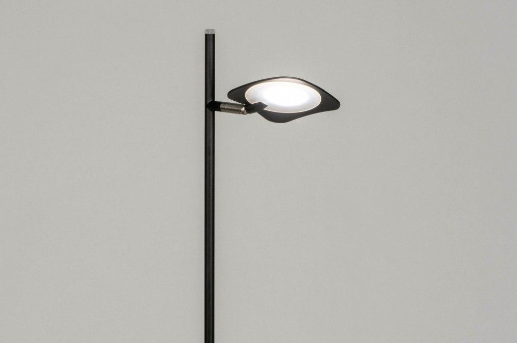 Staande lamp design modern metaal zwart