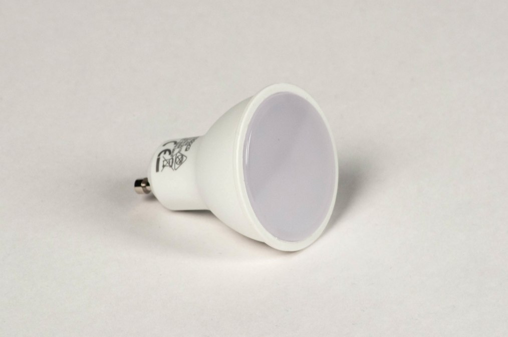Light bulb 829: plastic, white, round #0